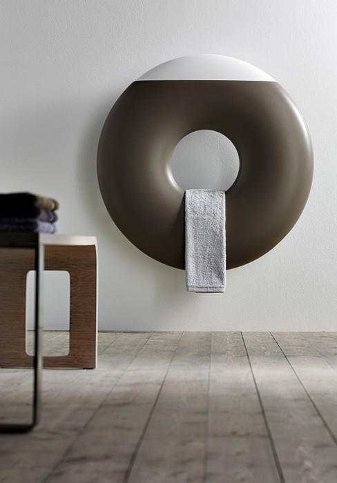 radiator with essence-holder