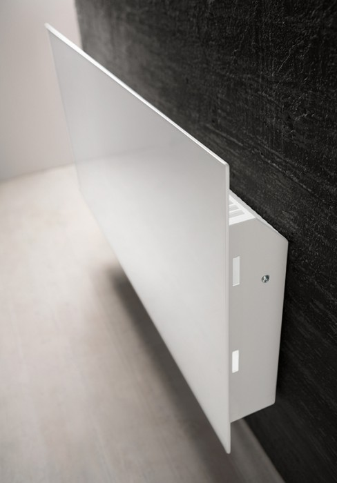 Termosifoni radianti ultrasottili dalla linea pulita for Termosifone elettrico a parete
