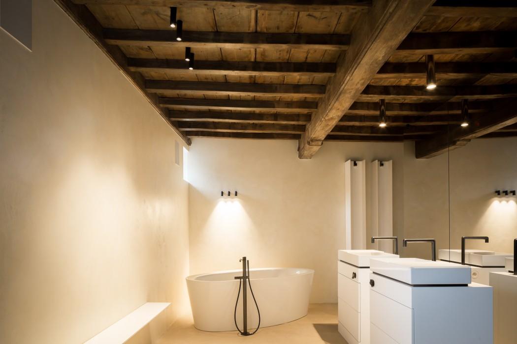 Il termoarredo su misura serie t arreda una villa in belgio - Termoarredo per bagno ...