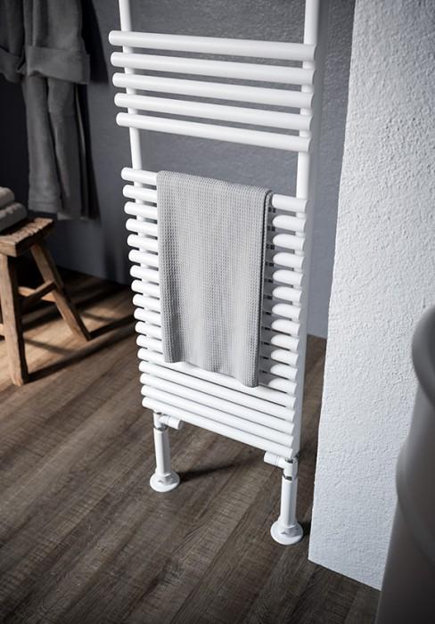 radiateur s che serviettes avec l ments tubulaires. Black Bedroom Furniture Sets. Home Design Ideas